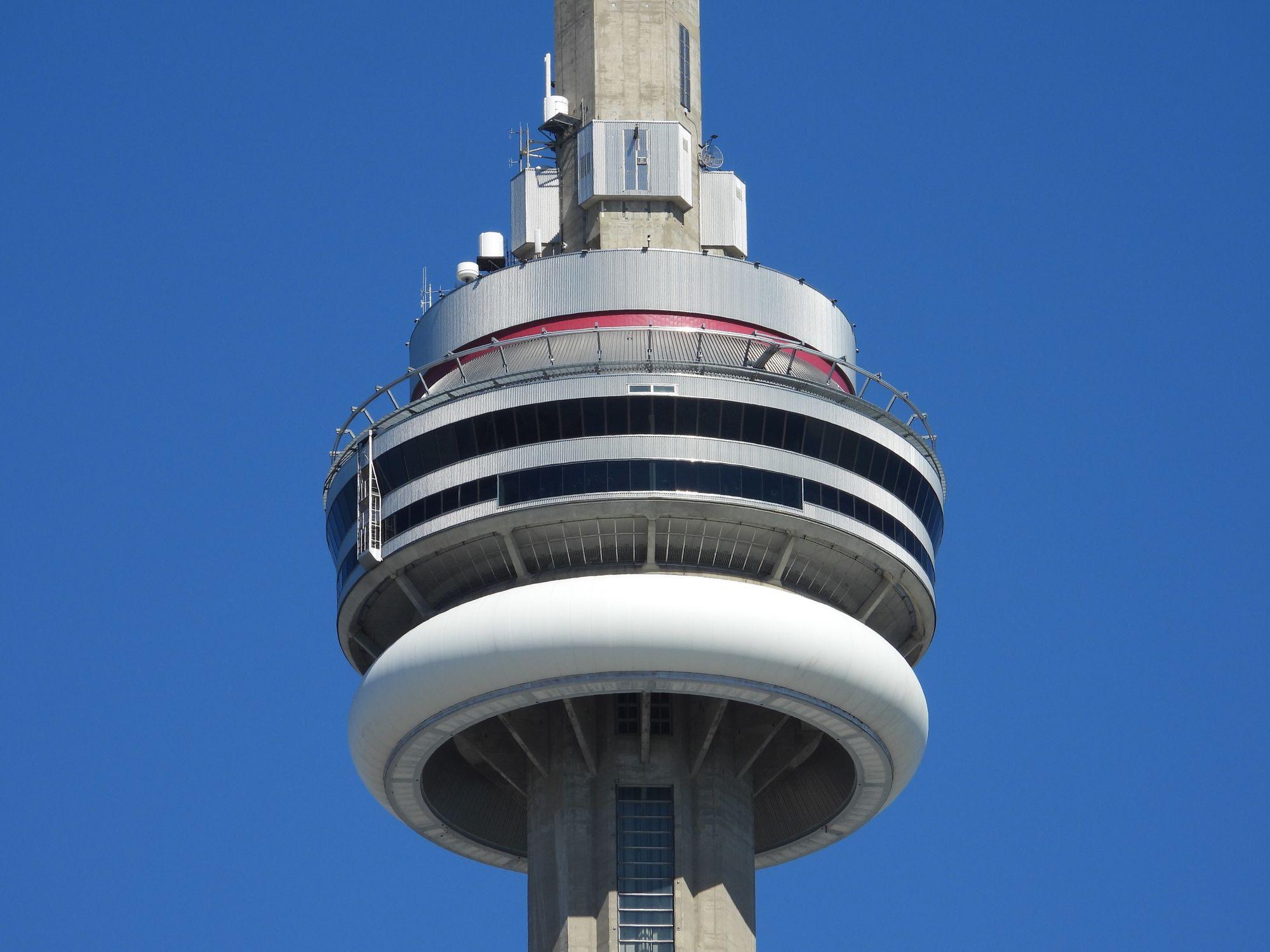 世界闻名的多伦多塔- CN Tower - 加拿大必打卡游览景点