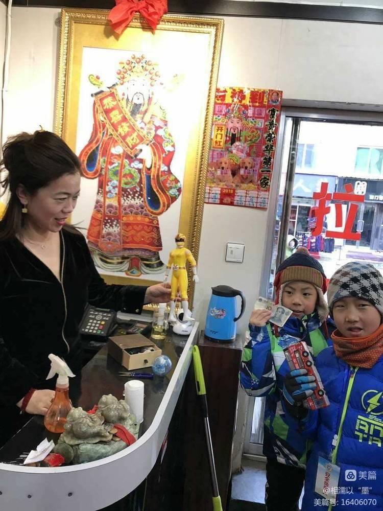 """鸿鹄中队""""捐售闲置·义卖春联·捧出爱心""""义卖活动记实 - bxdong201601 - 相亲相爱一家人-----鸿鹄中队"""