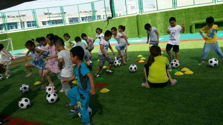 常青藤幼儿园果果班的快乐足球 - 小叮当乐园 - 小叮当成长乐园